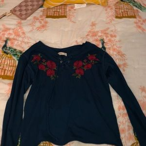 This is a XS long sleeve shirt from Hollister!